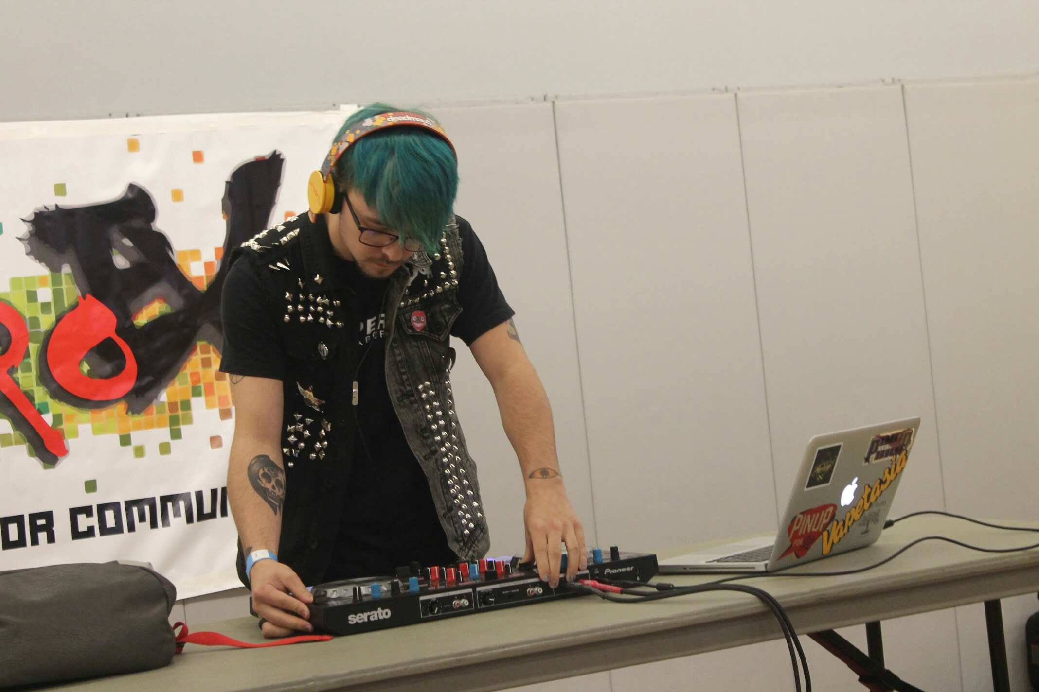A Z D0wN Gets Technical with Chiptune